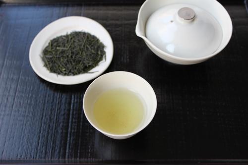 八十八夜摘み新茶茶葉、水色