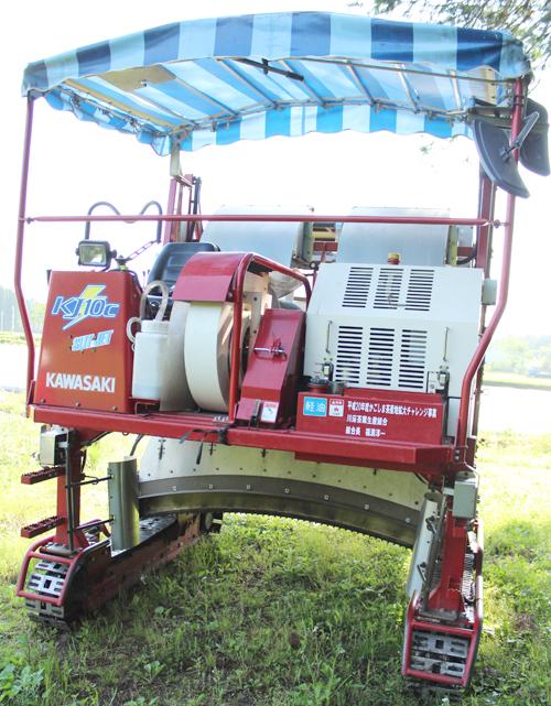 乗用型の摘採機